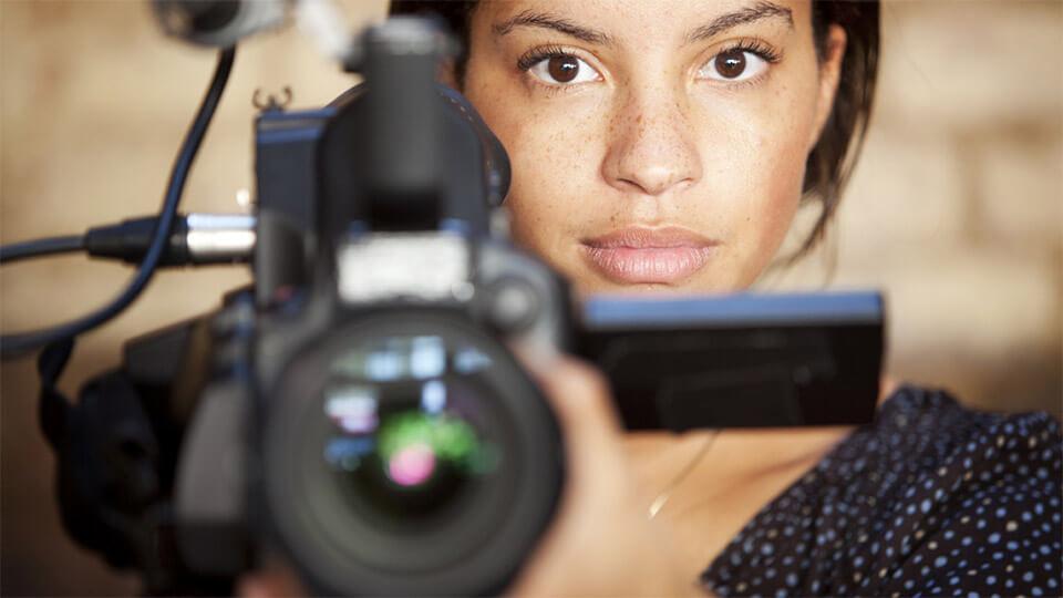 Meisje met filmcamera
