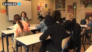 leerlingen werken in klaslokaal
